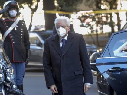 """L'omaggio di Mattarella alla Polizia di Stato """"Garantite libertà e legalità nell'emergenza"""""""