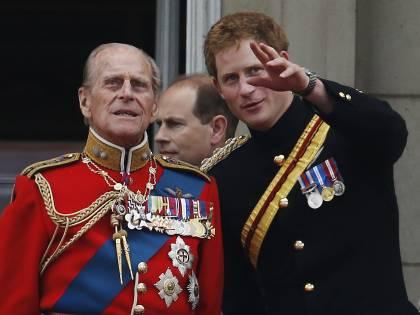 Il principe Harry è arrivato a Londra. Come lo accoglierà la Regina?