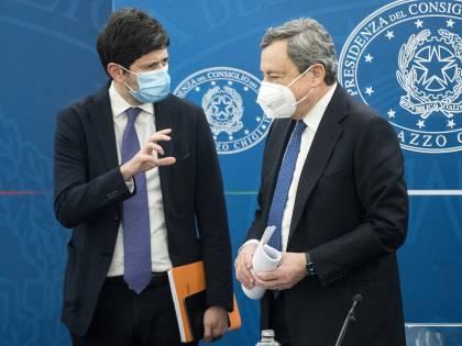 """La poltrona di Speranza traballa: """"Draghi è pronto a farlo fuori"""""""