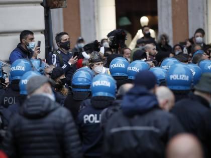 """IoApro, la bugia sulla protesta. Ecco la verità sui """"saluti romani"""""""