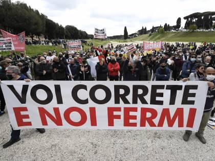 """In piazza il dramma degli autonomi: """"Ormai siamo alla fame"""""""