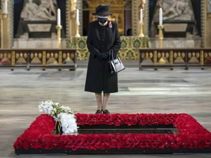 Il lutto di una regina: 2 anni per Vittoria, 15 giorni per Elisabetta