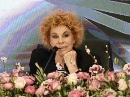 """Ornella Vanoni tranchant su Bosé: """"Negazionista? Ha i neuroni bruciati"""""""