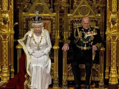 Il ponte per una dolce morte e il trono: col funerale di Filippo si chiude un'era