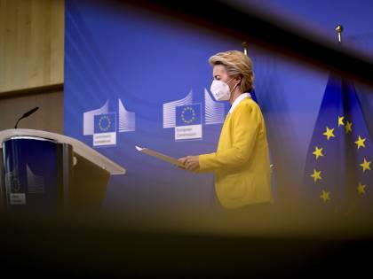 """I prezzi e gli effetti collaterali: ecco il contratto """"segreto"""" della Ue con Pfizer"""