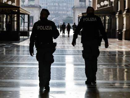 Covid, stop vaccino Astrazeneca per militari e forze dell'ordine