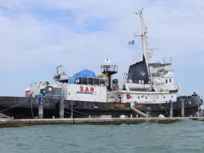 Le foto esclusive della Mare Jonio a Venezia