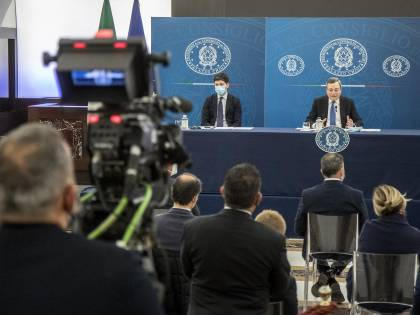 """""""Un rischio ragionato"""": così Draghi ha deciso di riaprire"""
