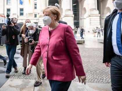 """Con dati simili all'Italia la Merkel chiude """"Il virus capisce solo la legge della forza"""""""