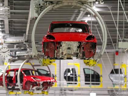 Per l'Auto è un falso boom  Spinta elettrica non basta