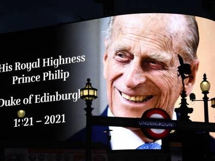L'ultimo saluto della regina Elisabetta a Filippo