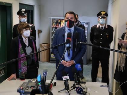 Salvini va alla sbarra. Adesso rischia 15 anni