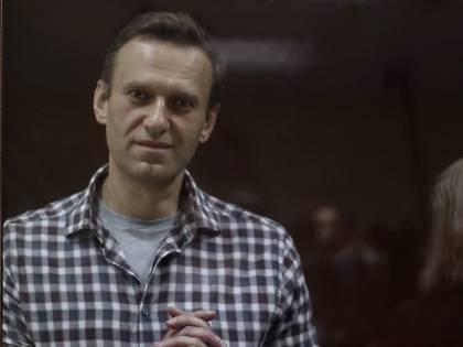 """Medici civili da Navalny """"Se non mangia muore"""". E lui elettrizza la piazza"""