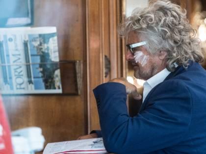 """La risposta dei genitori della ragazza a Grillo: """"Sei ripugnante"""""""
