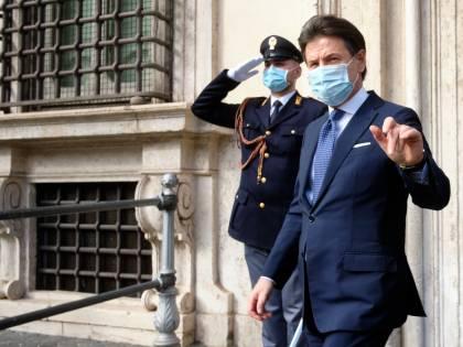 Caso Grillo, Conte rompe il silenzio. Ma scoppia la bufera
