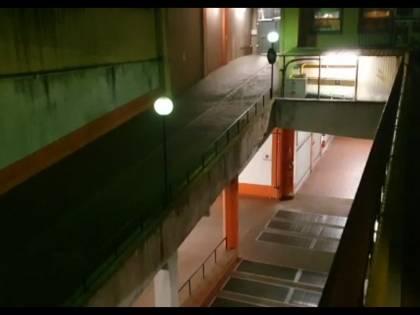 Prostitute e spacciatori: viaggio nel condominio terra di nessuno