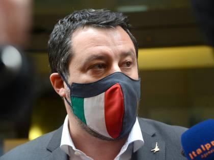 Salvini si muove sul filo del Papeete. Ma rischia l'angolo nella partita Colle