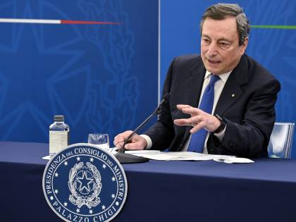 """""""Avete letto il Financial Times?"""". La frase di Draghi che spiazza tutti"""