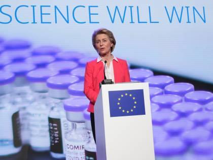 L'Ue: a luglio immuni al 70%. Seconde dosi, sì a Vaxzevria