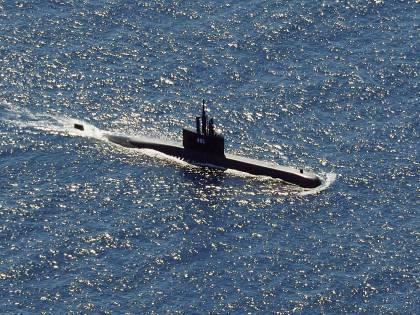 Affiorano relitti in mare: il sottomarino è affondato. Lo strazio dei familiari delle 53 persone a bordo