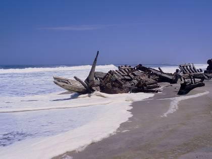 Mediterraneo nero: la verità sulle navi dei veleni affondate nei nostri mari