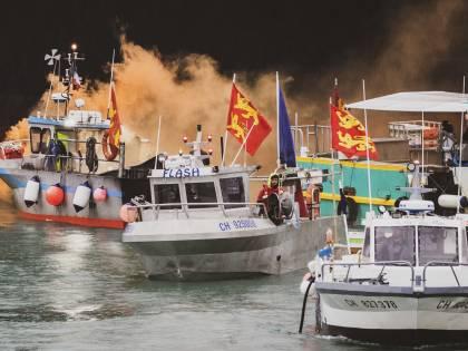 Brexit, la guerra della pesca. Navi militari da Londra e Parigi
