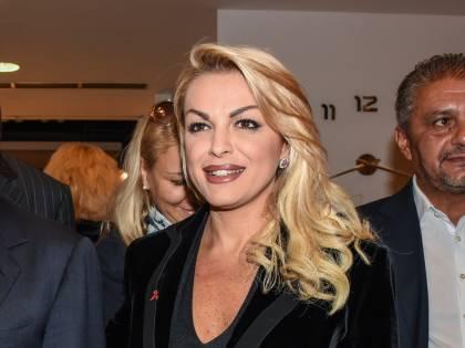 """La Pascale va in piazza contro l'omofobia """"Delusa da alcuni azzurri, non da Silvio"""""""