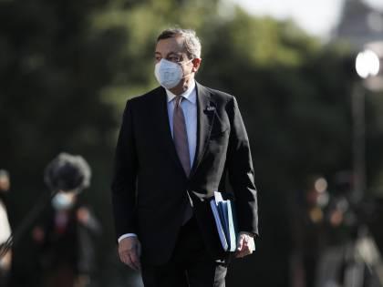 """Migranti, ecco il piano Draghi: """"Rimpatriare gli irregolari"""""""