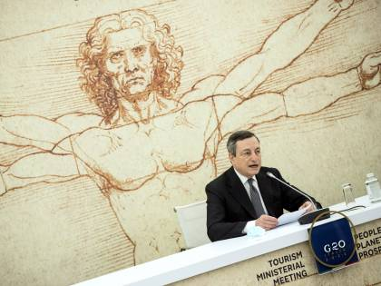 Stoccate a Usa e Ue. E Draghi prende le redini dell'Europa