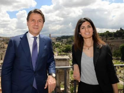 Raggi e Gualtieri: quell'inciucio Pd-5S per le elezioni a Roma