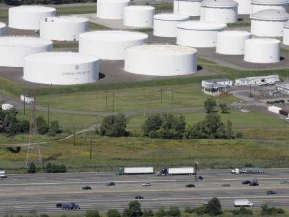 """Un attacco """"blocca"""" gli Usa: paura per il petrolio"""
