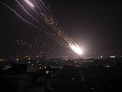 Bombe su Gaza e razzi su Tel Aviv: guerra tra Hamas e Israele