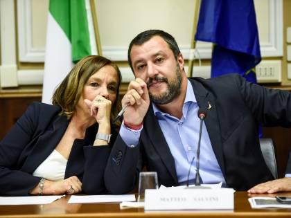 """Salvini contro la Lamorgese: """"Non sa controllare chi entra..."""""""