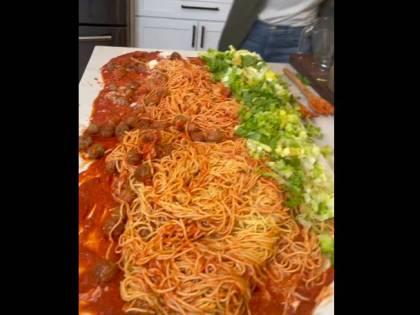 """Il video schiaffo agli italiani: """"Si cucinano così..."""""""