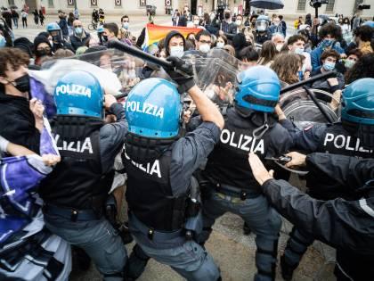Manifestazione contro il Ddl Zan, scontri polizia-centri sociali: ecco cosa è successo