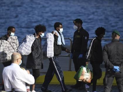 Migranti, la pressione continua: a Ceuta 5mila in un giorno