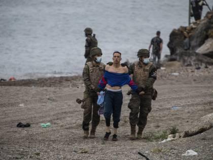 """Caos migranti, governo in allerta. """"65mila arrivi"""". In 414 su Sea Eye"""