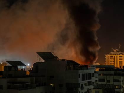 """Gaza, colpiti 120 obiettivi. Israele: """"I nostri nemici impareranno la lezione"""""""