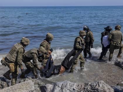 """L'invasione dal Marocco: cosa sta succedendo in Spagna. Spunta la """"vendetta"""""""