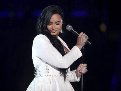 Genere non binario, cos'è l'identità di Demi Lovato