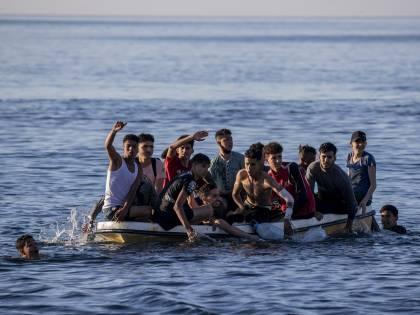 """""""Presto più immigrati della Francia"""". La profezia choc sull'Italia"""