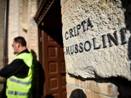 """""""Hanno cambiato la serratura"""", il giallo della cripta di Mussolini"""