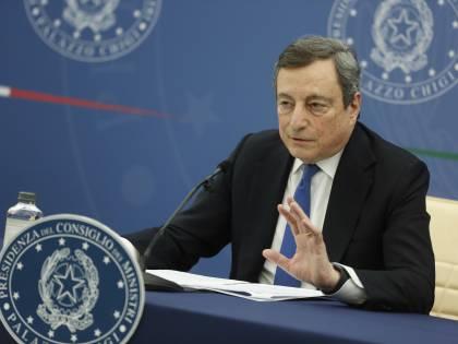 """Draghi, l'""""asocial"""" che vola sul web"""