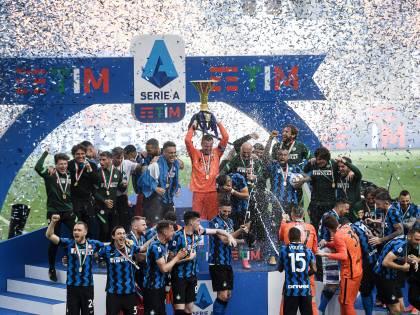 L'Inter celebra lo scudetto numero 19 davanti ai suoi tifosi