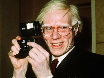 """""""L'uomo è una macchina sessuale"""": così spararono a Andy Warhol"""