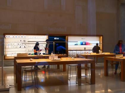 Affreschi, graffiti e una corte: è la nuova casa degli iPhone