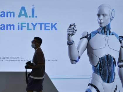 """""""Robot migliori dei politici"""". Il sondaggio che spaventa i governi"""