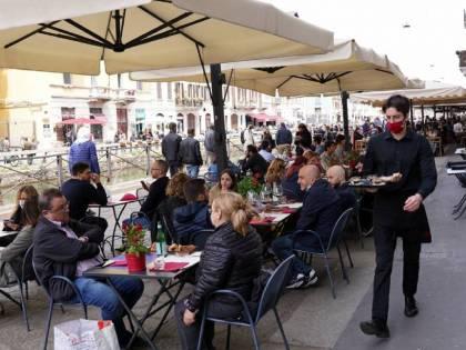 I limiti per i ristoranti agitano il governo. Pressing delle Regioni