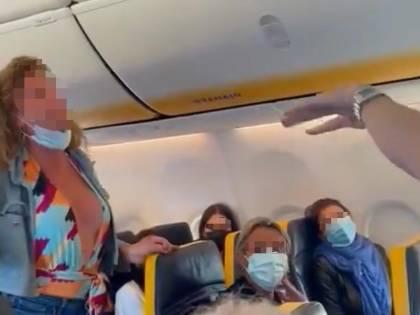 """Scatta la denuncia: cosa è successo alla """"ragazza dell'aereo"""" dopo il volo"""