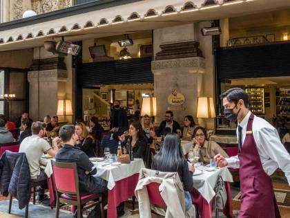 Riaprono 22mila attività della ristorazione. E solo a Milano 40mila metri di nuovi dehors